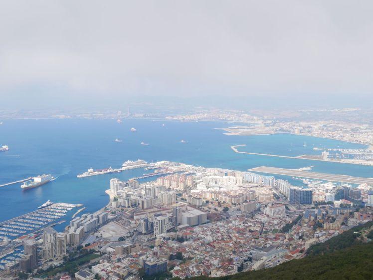 Gibraltar mit Rollfeld und Marina