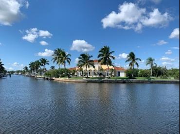 Nette Anwesen am ICW rund um Palm Beach